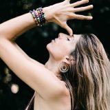 Urweiblichkeit entdecken - Frau bei Meditation